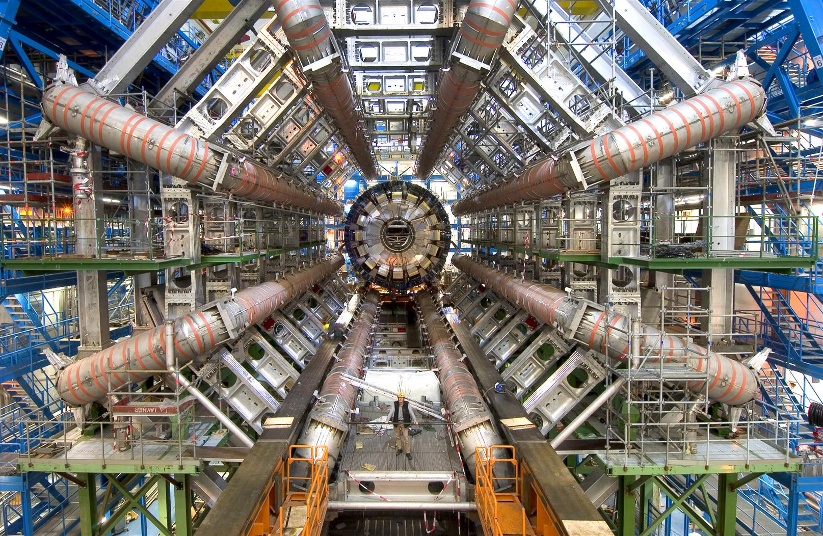 ATLAS ist eins der vier Experimente am Large Hadron Collider LHC am CERN in Genf. Ziel ist die Erforschung der grundlegenden Bausteine der Materie und der fundamentalen Kräfte der Natur, die unser Universum geformt haben.