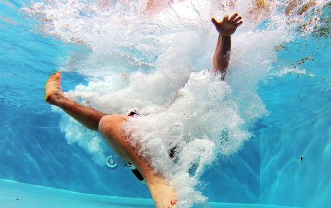 pool-519453_1280